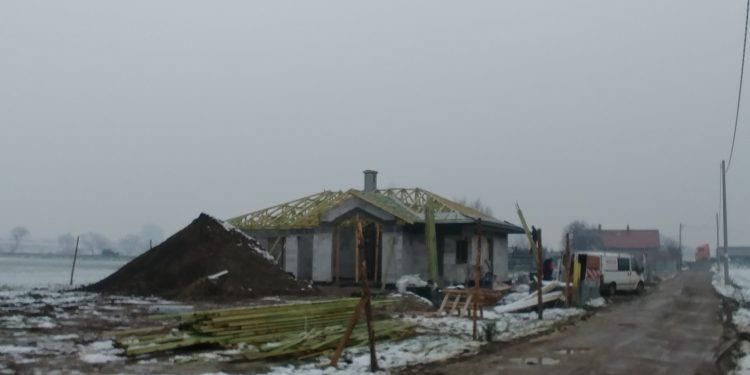 Widok na bryłę budynku i więźbę, Niewiesze, Vitra 116, DQM.