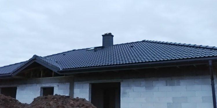 Dach, jaskółka Niewiesze.