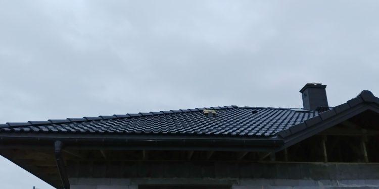 Kominki, wyrzutnia rekuperacji, dach Niewiesze