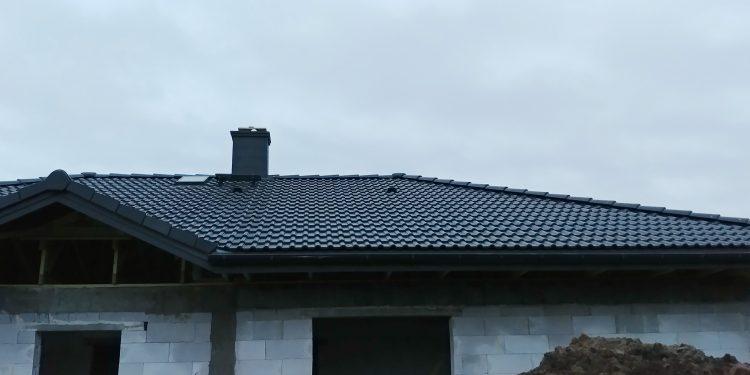 Dach,komin, wyłaz dachowy w Niewieszu