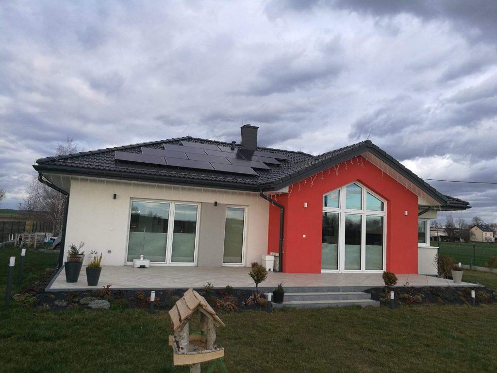 Amerisolar Black 320W na dachu w Niewieszu